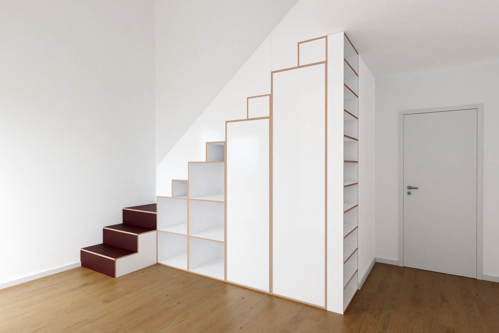 Treppenregal
